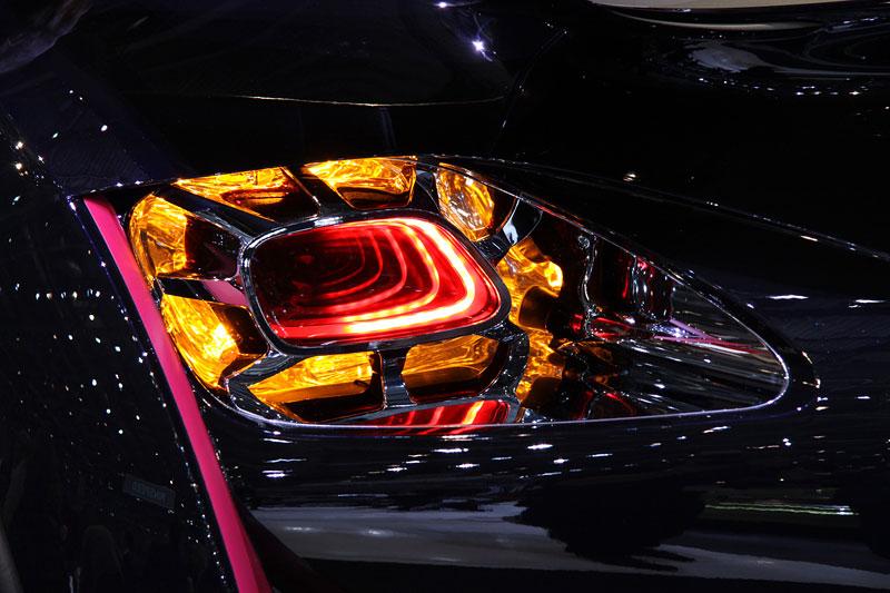 Ženeva 2010: Citroën Survolt – stylový i agresivní (nové foto): - fotka 13