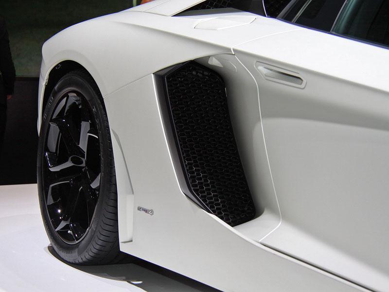 Ženeva 2011 živě: Lamborghini Aventador LP700-4: - fotka 56