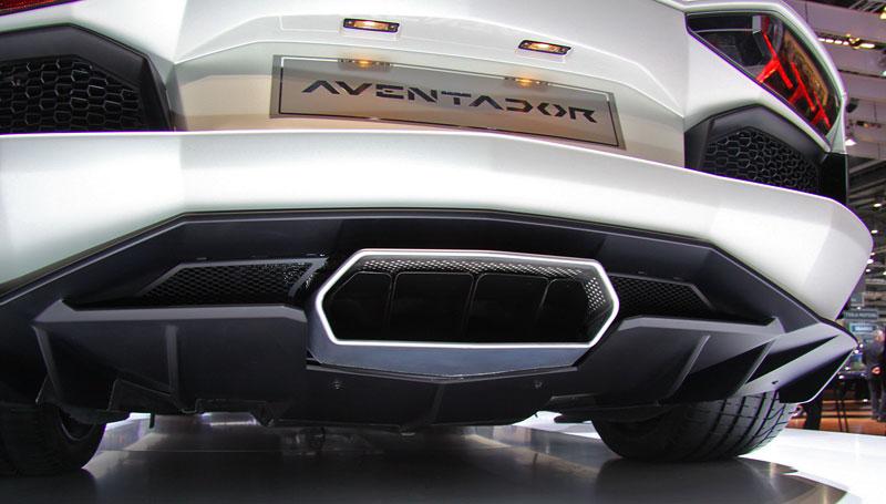 Ženeva 2011 živě: Lamborghini Aventador LP700-4: - fotka 60