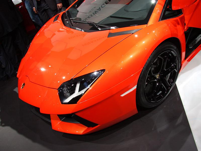 Ženeva 2011 živě: Lamborghini Aventador LP700-4: - fotka 63