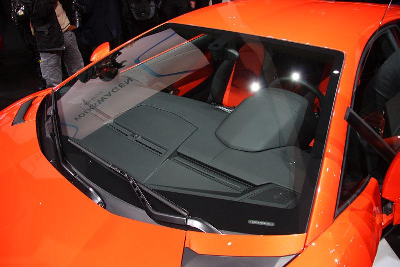 Ženeva 2011 živě: Lamborghini Aventador LP700-4: - fotka 64
