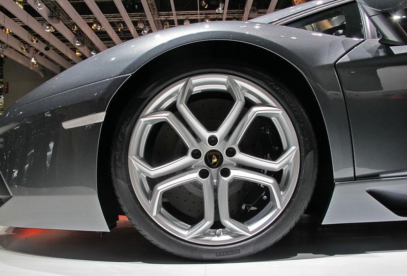Ženeva 2011 živě: Lamborghini Aventador LP700-4: - fotka 68