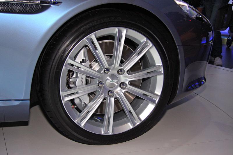 Frankfurt 2009 živě: Aston Martin Rapide - první dojmy: - fotka 18
