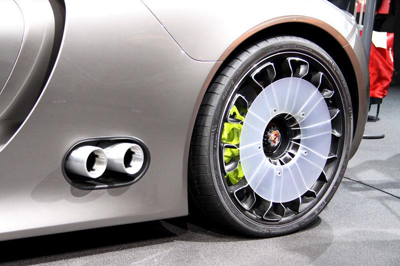 Porsche 918 v Detroitu jako závodní Coupe: - fotka 14