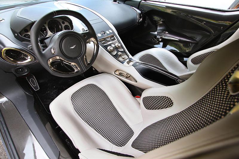 Aston Martin One-77 na výstavě ve Villa d'Este - nové fotografie: - fotka 3