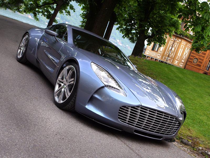 Aston Martin One-77: Desítka vozů poputuje na Střední východ: - fotka 8