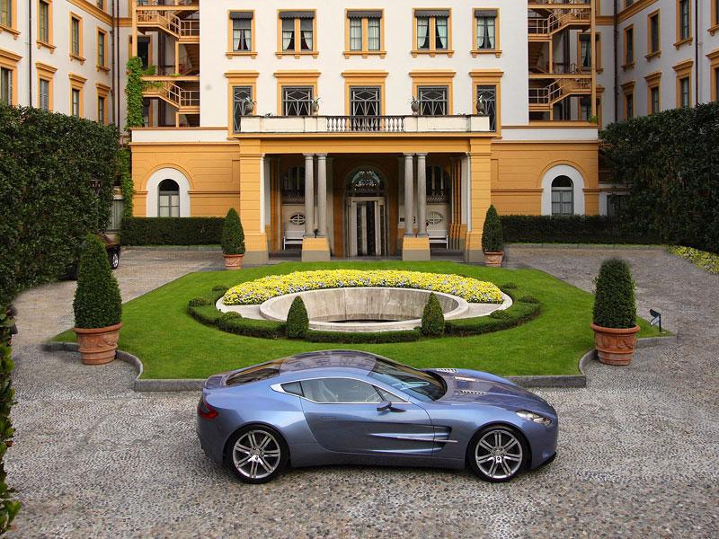 Aston Martin One-77 na výstavě ve Villa d'Este - nové fotografie: - fotka 11