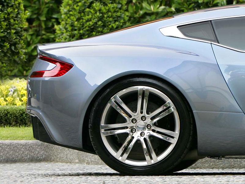 Aston Martin One-77 na výstavě ve Villa d'Este - nové fotografie: - fotka 17