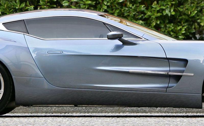 Aston Martin One-77: Desítka vozů poputuje na Střední východ: - fotka 19