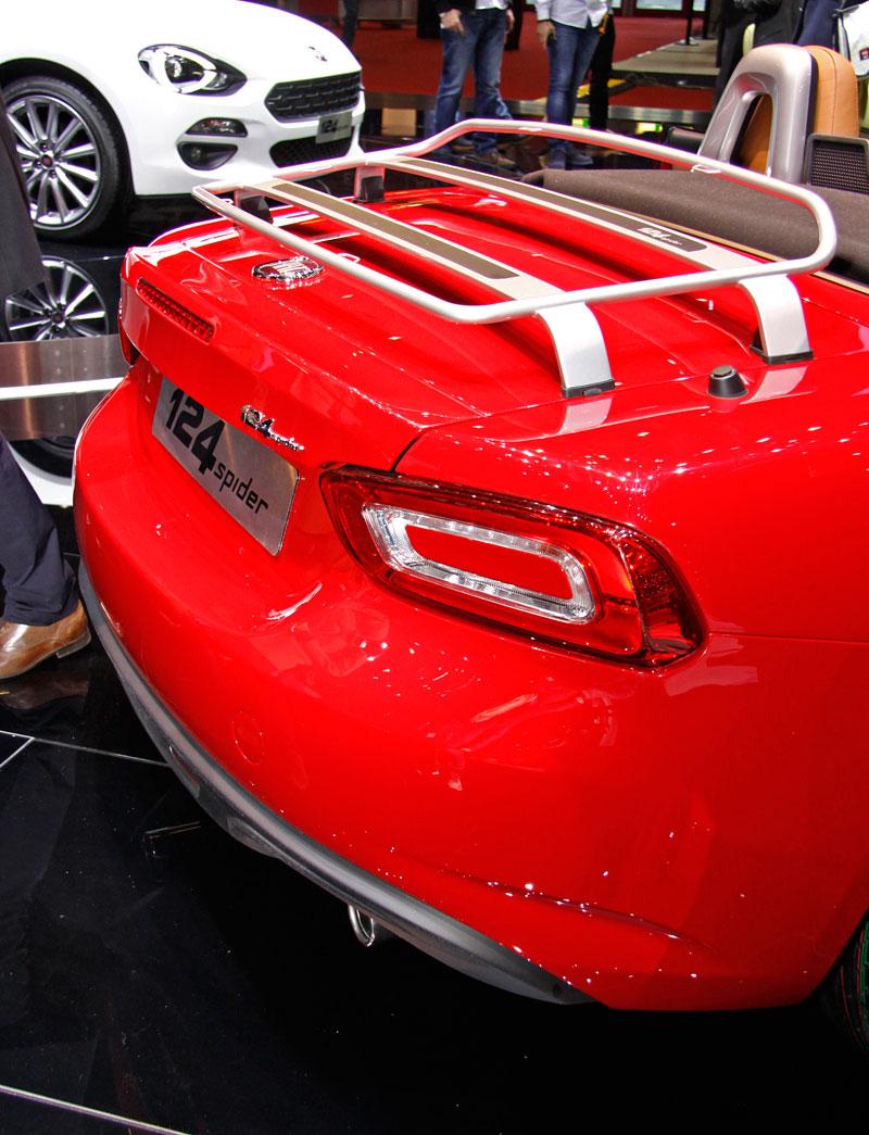 Fiat 124 Spider nelze nemilovat! V Ženevě je miláčkem expozice.: - fotka 20
