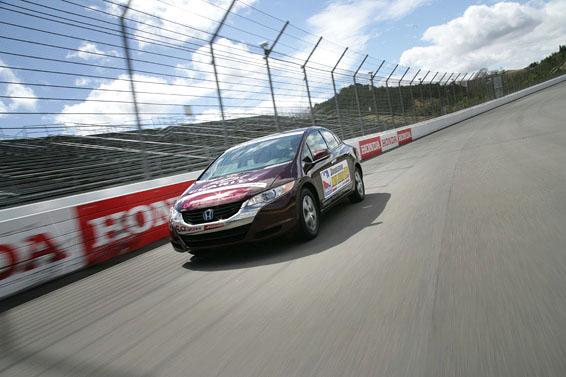 Honda FCX Clarity - S vodíkovým autem na závodní okruh: - fotka 2