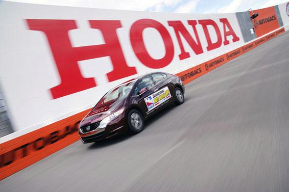 Honda FCX Clarity - S vodíkovým autem na závodní okruh: - fotka 3