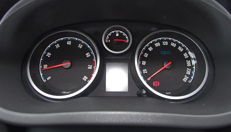 Za volantem: Opel Corsa OPC 2012: - fotka 1