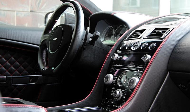 Aston Martin DBS od Anderson Germany: hra s barvičkami: - fotka 1