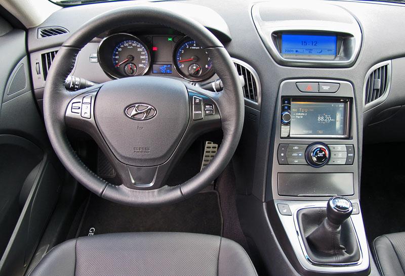 Test: Hyundai Genesis Coupe: Drift King: - fotka 4