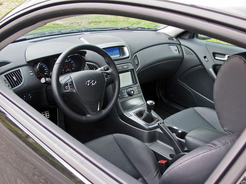 Test: Hyundai Genesis Coupe: Drift King: - fotka 7