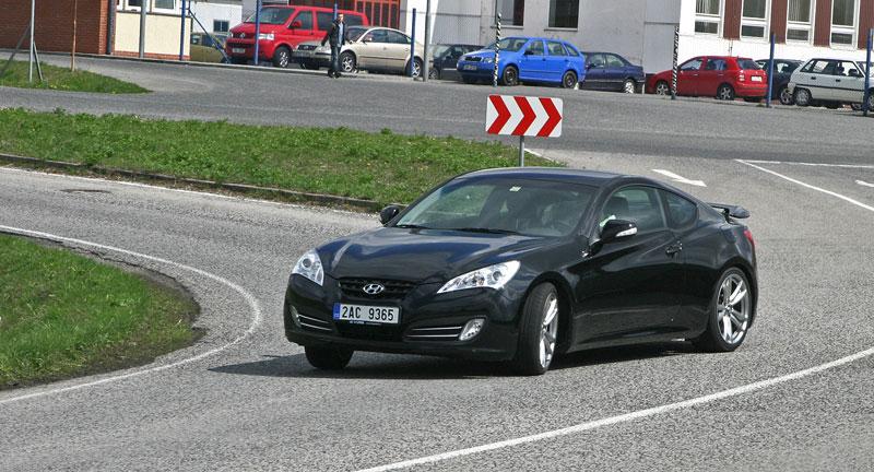 Test: Hyundai Genesis Coupe: Drift King: - fotka 40
