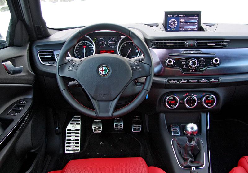 Test: Alfa Romeo Giulietta Quadrifoglio Verde: Hezčí GTI: - fotka 4