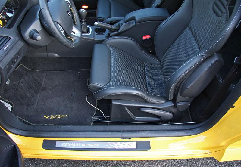 Test: Renault Mégane RS Cup: 2010 – Malá francouzská revoluce: - fotka 13