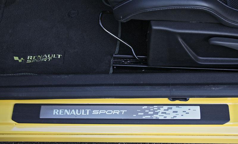 Test: Renault Mégane RS Cup: 2010 – Malá francouzská revoluce: - fotka 16