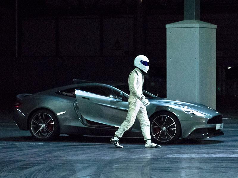 Stig v reklamě spolu s novým Aston Martin Vanquish: - fotka 1