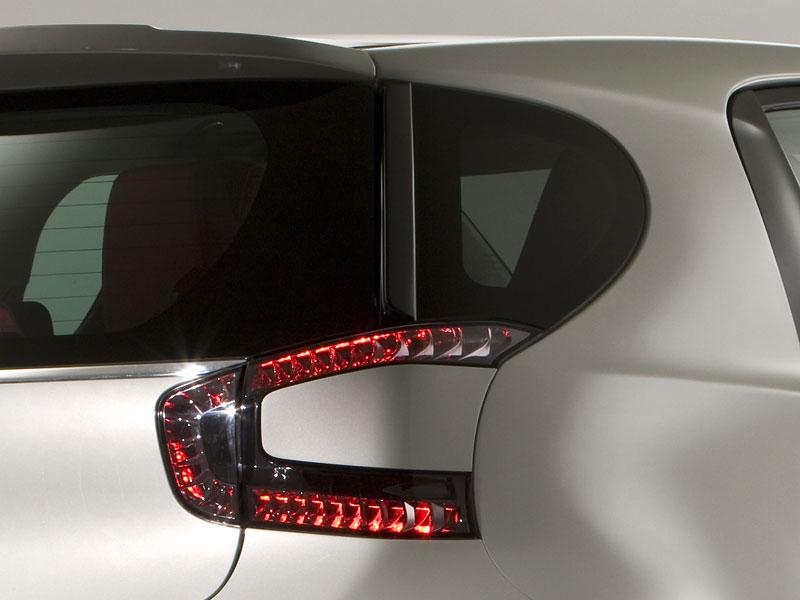 Ženeva 2010: Cygnet Concept - baby Aston Martin (nové foto): - fotka 28