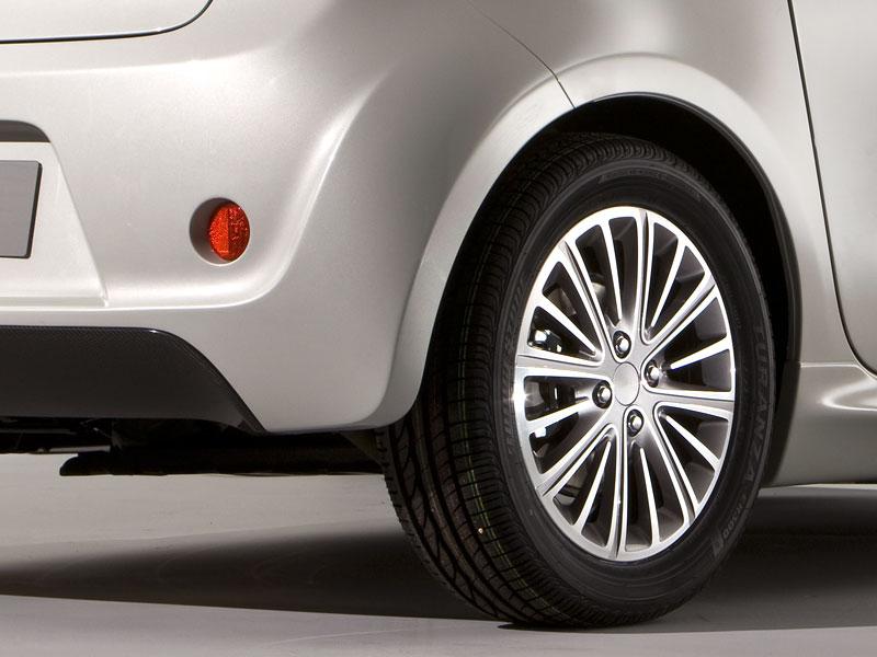 Spy Photos: Aston Martin Cygnet: - fotka 13