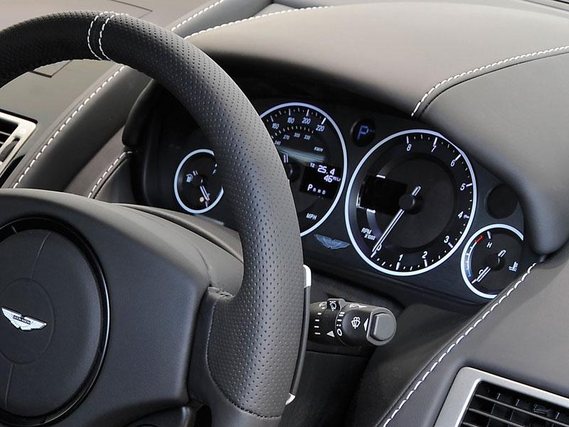 Aston Martin Carbon Black Edition: speciální vydání DBS a V12 Vantage: - fotka 1
