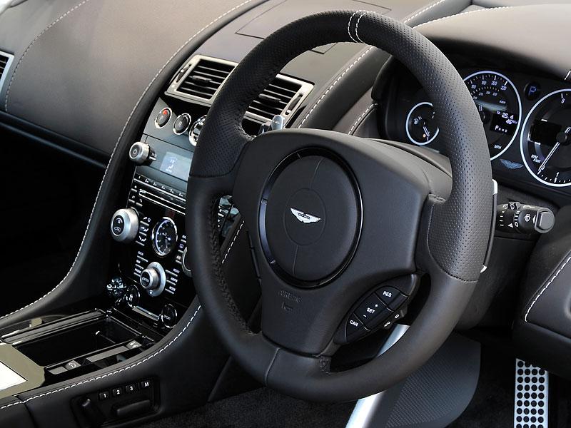 Aston Martin Carbon Black Edition: speciální vydání DBS a V12 Vantage: - fotka 3