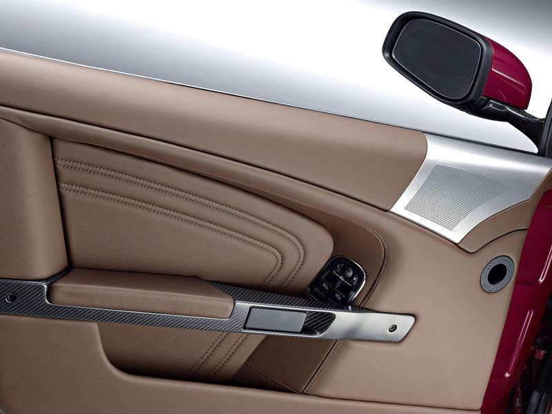 Autosalon Ženeva: Aston Martin DBS Volante: - fotka 4