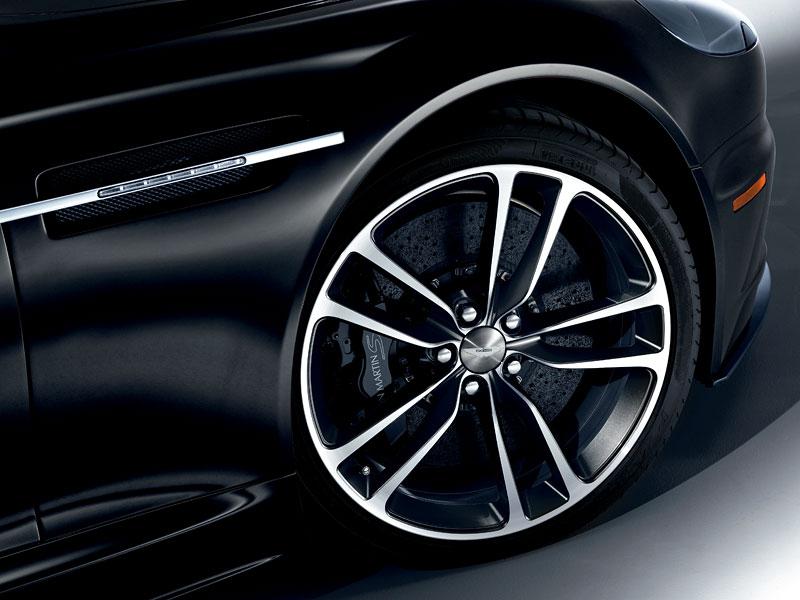 Aston Martin Carbon Black Edition: speciální vydání DBS a V12 Vantage: - fotka 5