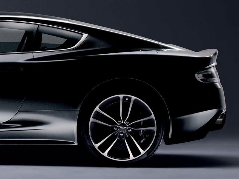Aston Martin Carbon Black Edition: speciální vydání DBS a V12 Vantage: - fotka 7