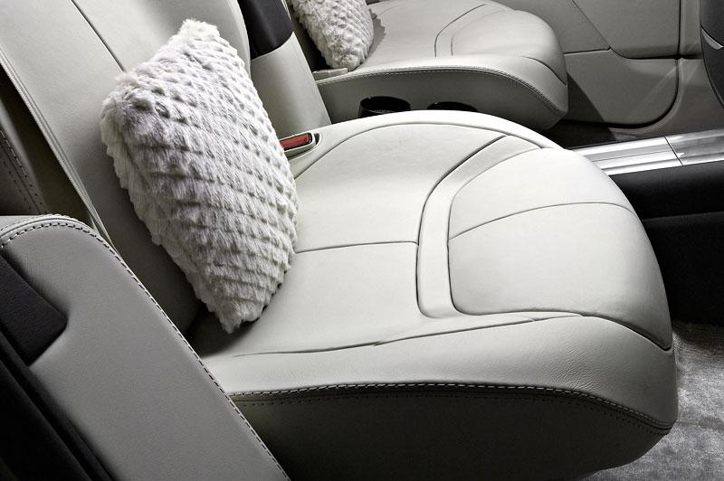 Aston Martin (díkybohu) zahodil projekt Lagonda: - fotka 4
