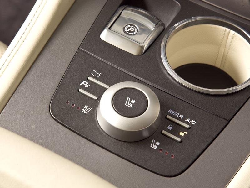 Aston Martin (díkybohu) zahodil projekt Lagonda: - fotka 20