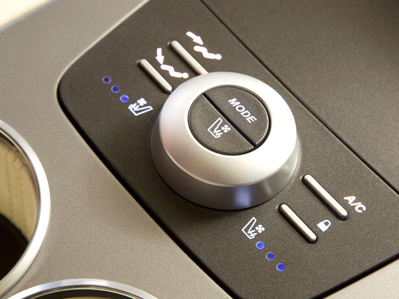 Aston Martin (díkybohu) zahodil projekt Lagonda: - fotka 24
