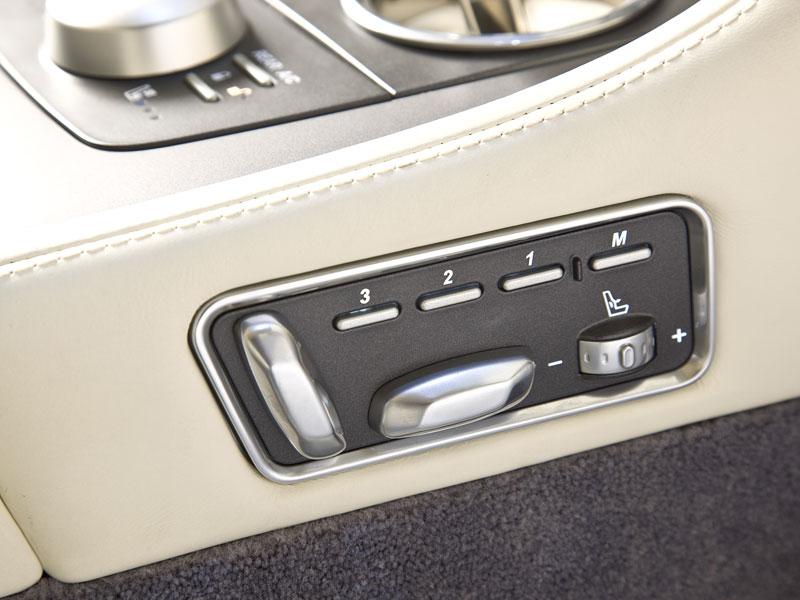Aston Martin (díkybohu) zahodil projekt Lagonda: - fotka 29