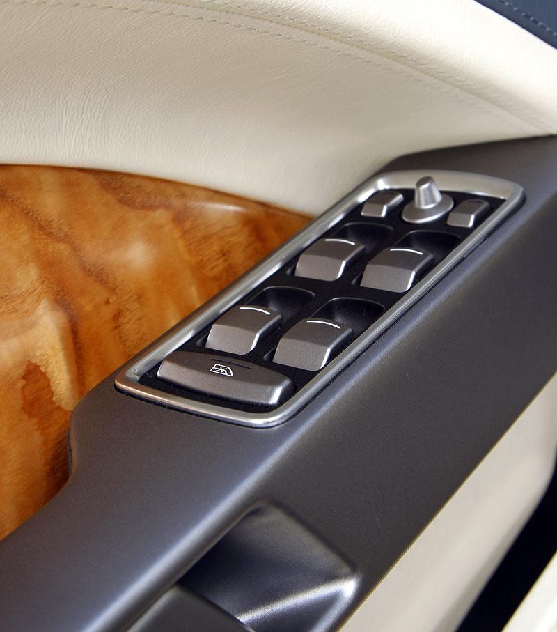 Aston Martin Rapide: konečně pořádná fotogalerie!: - fotka 10