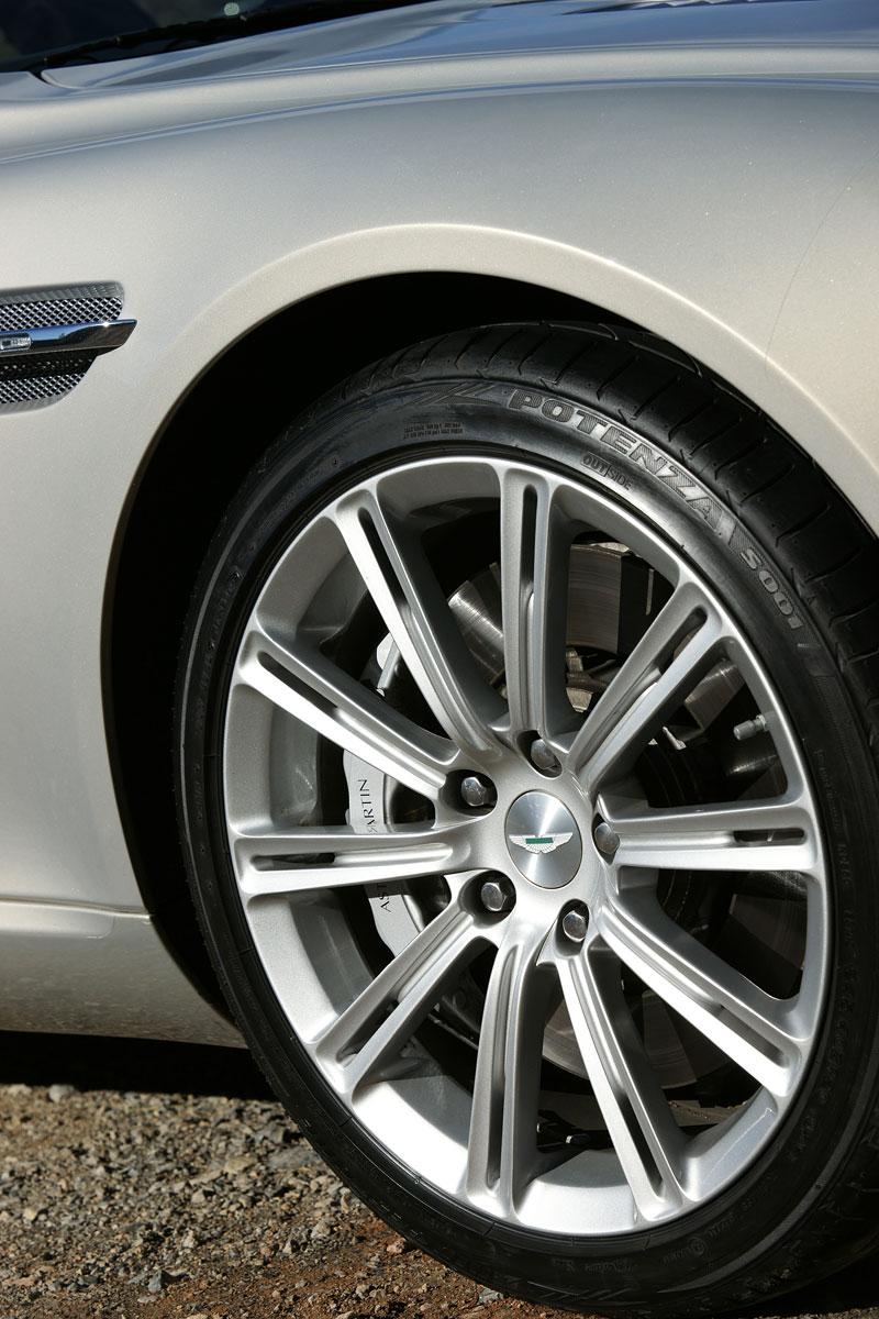 Aston Martin Rapide: konečně pořádná fotogalerie!: - fotka 36