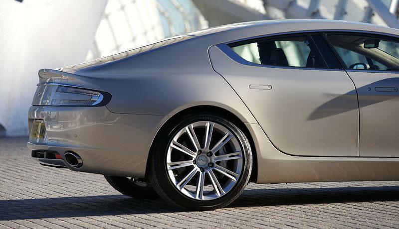 Aston Martin Rapide: konečně pořádná fotogalerie!: - fotka 38