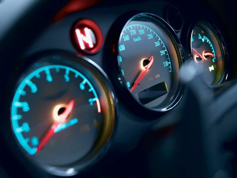 Pod lupou: Aston Martin V12 Vanquish - tygr na silnici: - fotka 1