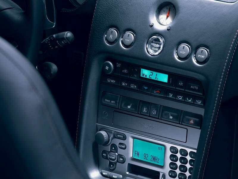 Pod lupou: Aston Martin V12 Vanquish - tygr na silnici: - fotka 4