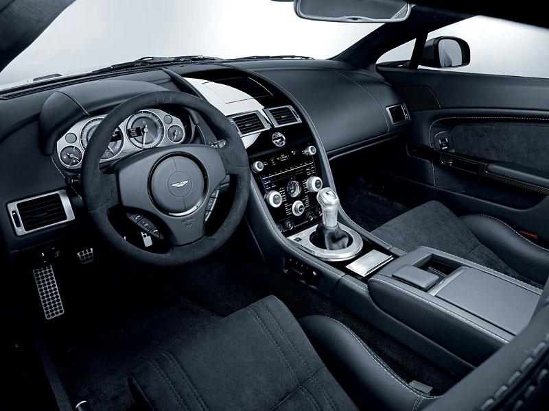 Aston Martin Carbon Black Edition: speciální vydání DBS a V12 Vantage: - fotka 9