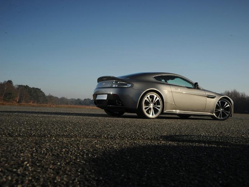 Aston Martin bude spolupracovat s Mercedesem: - fotka 51