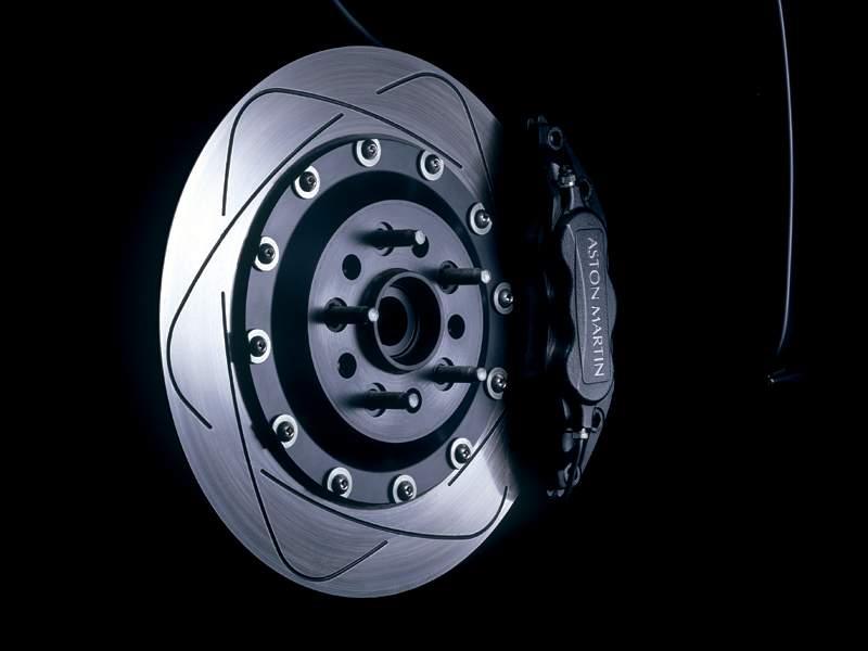 Pod lupou: Aston Martin V12 Vanquish - tygr na silnici: - fotka 10