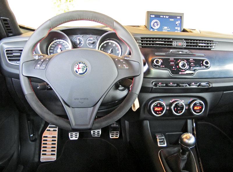 Za volantem: Alfa Romeo Giulietta Quadrifoglio Verde: - fotka 1