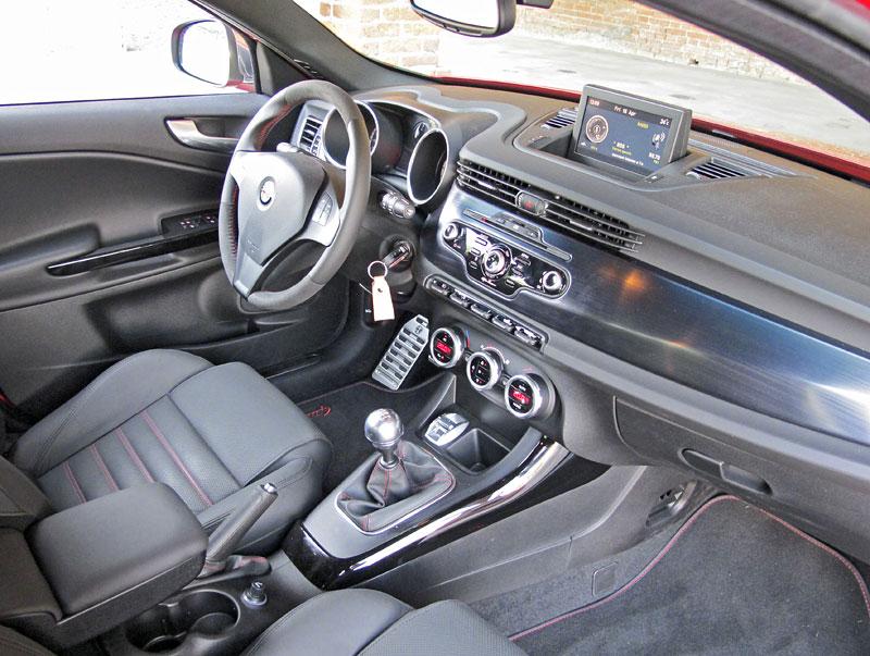 Za volantem: Alfa Romeo Giulietta Quadrifoglio Verde: - fotka 3