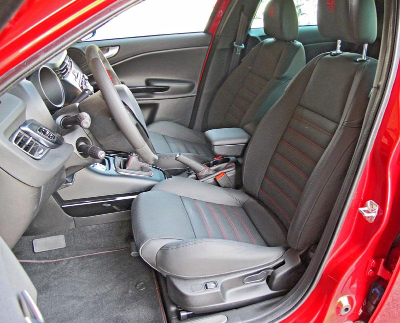 Za volantem: Alfa Romeo Giulietta Quadrifoglio Verde: - fotka 4
