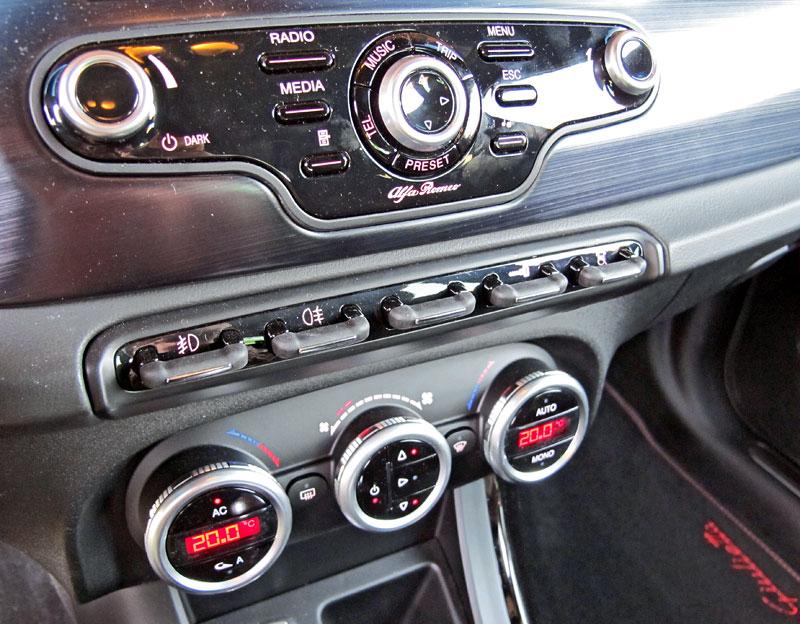 Za volantem: Alfa Romeo Giulietta Quadrifoglio Verde: - fotka 5