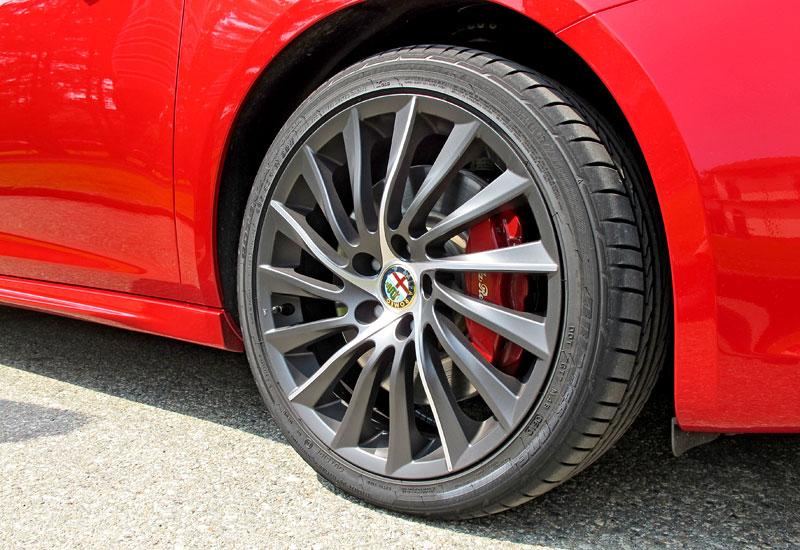 Za volantem: Alfa Romeo Giulietta Quadrifoglio Verde: - fotka 38