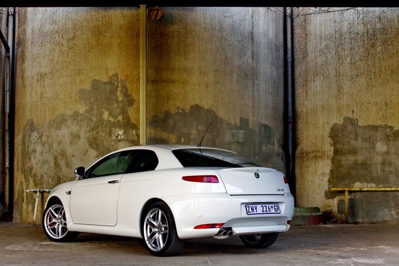 Alfa Romeo GT Limited Edition: Oslava 100 let značky: - fotka 8
